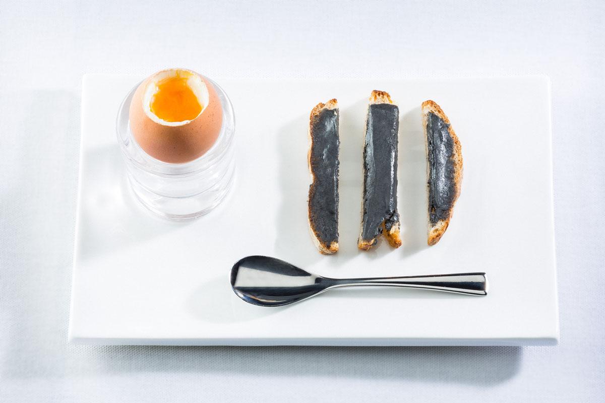 CAVIAR DE NEUVIC - Oeuf coque et mouillettes au beurre de caviar