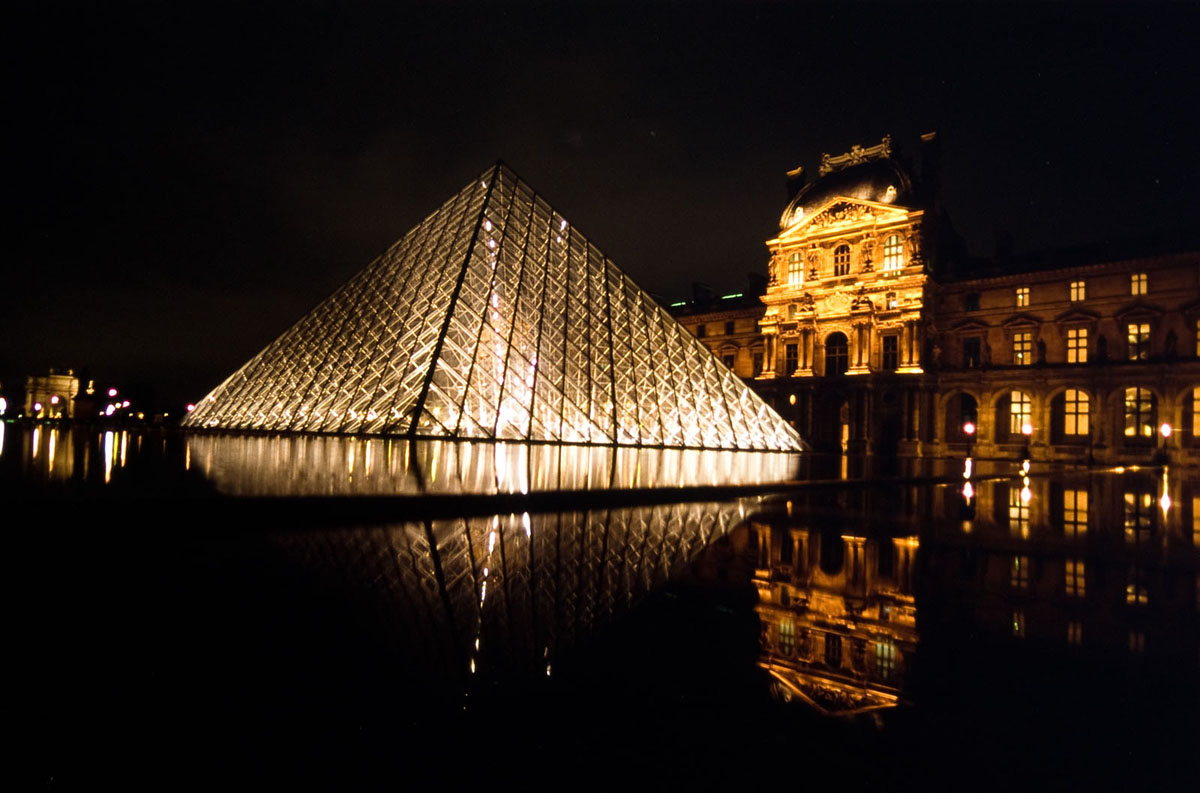 Photo Pyramide du Louvres, Paris, de nuit