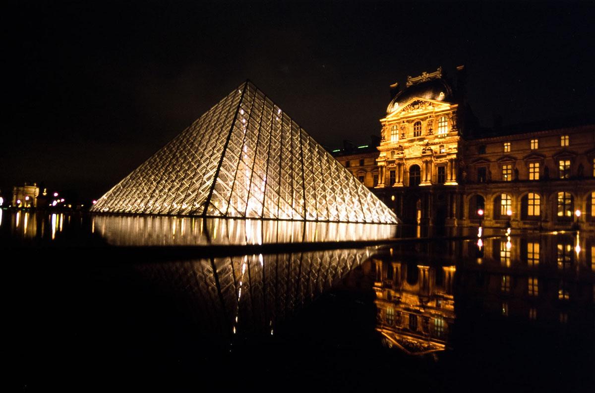 Photo Pyramide du Louvres, Paris, de nuit